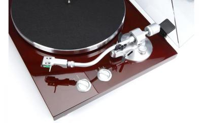 Teac Belt-driven turntable with S-shaped tonearm-TN-400S-CH
